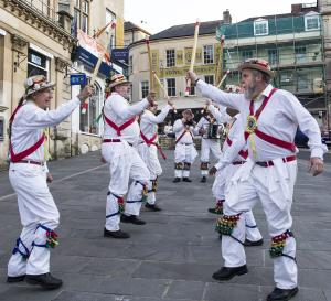 Bathampton Morris Men Market Place Frome FF2021 FWCC ©David Chedgy Photography 97A0191