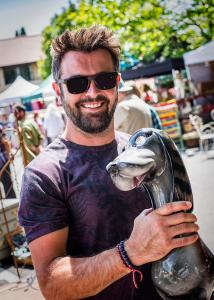 Gavin-White-his-Ceramic-Dog_The-Frome-Independent-Market-Event-701_FWCC_FF2019_©David-Chedgy_97A6226