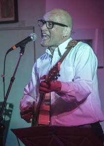 ©David Chedgy FF2016 Event 512 Shakespeare Rattle and Roll Martin Dimery in the Style of Buddy Holly MG 3655
