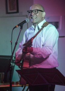 ©David Chedgy FF2016 Event 512 Shakespeare Rattle and Roll Martin Dimery in the Style of Buddy Holly MG 3661